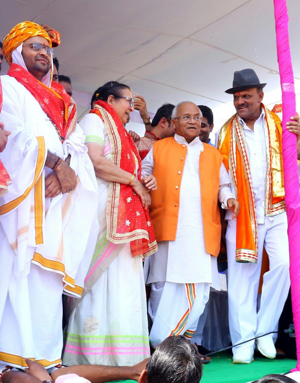 इंदौर की चुनरी-यात्रा: हजारों भक्तों ने थामी चुनरी