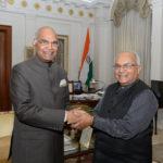 भारत के राष्ट्रपति श्री रामनाथजी कोविंद और डॉ. वेदप्रताप वैदिक राष्ट्रपति भवन में।