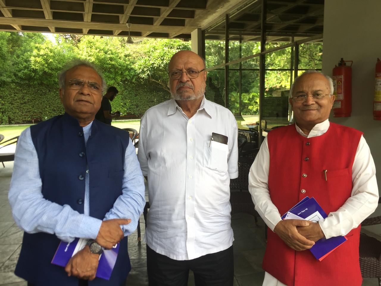 प्रसिद्ध फिल्मकार श्री श्याम बेनेगल और आईटीएम विवि के कुलपति श्री रमाशंकर सिंह तथा डॉ. वैदिक