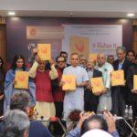 """""""Vedas- A New Perception"""" नामक कॉफी टेबल बुक का विमोचन करते हुए केंद्रीय राज्य शिक्षा मंत्री डॉ. सत्यपालसिंह और डॉ. वैदिक I उनके साथ खड़े हैं, श्री दक्ष भारद्वाज और अजय भारद्वाज, श्री अनुराग ठाकुर आदि।"""
