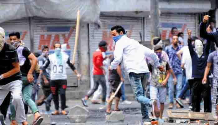 कश्मीरी के नहीं, आतंकी के खिलाफ