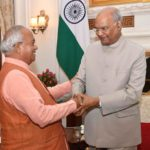 भारतीय विदेश नीति परिषद के अध्यक्ष डॉ. वेदप्रताप वैदिक के साथ उनके मित्र राष्ट्रपति श्री रामनाथजी कोविंद प्रसन्नमुद्रा में।