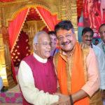 अखिल भारतीय जैन समारोह में डॉ. वैदिक से मिलते हुए भाजपा के महासचिव श्री कैलाश विजयवर्गीय